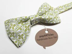 Light Green Bow Tie - Geometric Bow Tie - Men's Pre-Tied Bow Tie - Sage Bow Tie - Mint Bow Tie - Floral Bow Tie 10% off with promo code PIN10 #popARTicles #sagebowtie #sagewedding