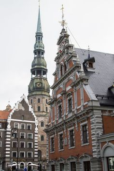 Riga, the stunning capital of Latvia!  Have you been?  You can easily spend a weekend in this art deco style city.  Beautiful architecture is not the only thing its proud of either.  Click through to find out how to make sure you prepare the absolute best Riga itinerary on your Eastern Europe tour. ~ReflectionsEnroute