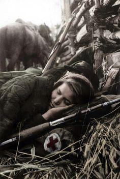 Soviet+Female+Snipers+in+the+1940s+%2824%29.jpg (468×700)
