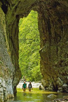 Discover a natural wonder of Romania, Rametului Klamm (Gorge) with romaniasfriends.com/ECO