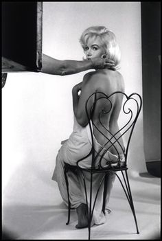 Marilyn Monroe on the set of 'The Misfits.' Photo by Ernst Haas (1960).