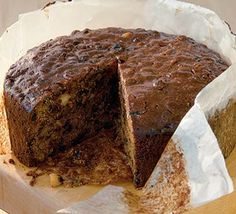 An easy-to-make alternative to traditional Christmas cakes which requires no beating