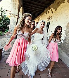 I freaking love those bridesmaid dresses♥