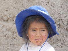 Petite fille croisée dans le Canyon du Colca au 2eme jour de randonnée, au Pérou, septembre 2017