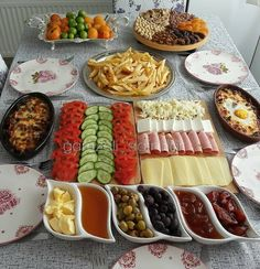 Very nice. Desserts and recipes that are beautiful from each other, with video, on our page of super Brunch Bar, Brunch Buffet, Breakfast Presentation, Food Presentation, Breakfast Platter, Turkish Breakfast, Breakfast Bread Recipes, Food Decoration, Food Platters