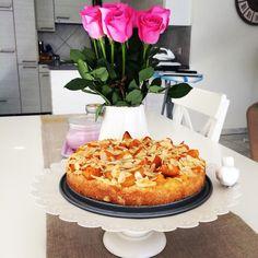 Cake with apricots  yummy. Recipe found in Migros Magazine