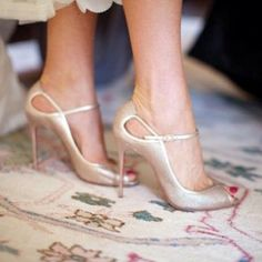 These are beautiful shoes, but too high. Christian Louboutin Wedding Shoes Made Us Fall in Love Gold Wedding Shoes, Bridal Shoes, Gold Shoes, Peep Toe Wedding Shoes, Bridal Rings, Lace Wedding, Wedding Rings, Stilettos, Pumps