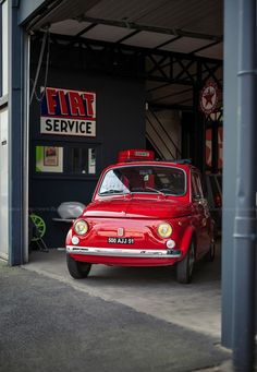 #Fiat 500 creeping around the corner. #Classic #Italian #MicroCars #Cute #Adorable #Fun