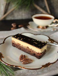 Chocolate Vanilla Pecan Slices – MaLu's delicacies - New Site Mini Desserts, No Bake Desserts, Delicious Desserts, Dessert Recipes, Pecan Recipes, Gourmet Recipes, Sweet Recipes, Fancy Cupcakes, Strawberry Cake Recipes