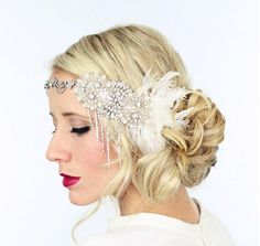 coiffure vintage années 20 - chignon flou orné d'un bijou de tête en strass limpides