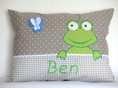 http://de.dawanda.com/product/75838391-Namenskissen-3040-Froeschlein-taupe