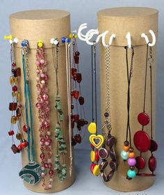 DIY Necklace Stand using a craft store cylinder (or a pringles can) and basic hooks or pins.i would paint it or possibly cover it with scrapbook paper or wrapping paper! Diy Necklace Stand, Diy Jewelry Necklace, Jewelry Crafts, Gold Jewelry, Necklace Hanger, Jewelry Wall, Necklace Extender, Necklace Ideas, Jewelry Tree