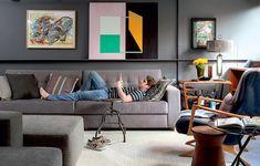 Existe algo melhor do que chegar em casa, tirar o sapato e cair no sofá após um dia longo de trabalho? Relaxar é necessário! Projeto de Maicon Antoniolli.