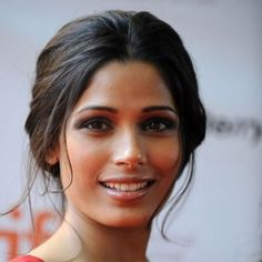 Freida Pinto Casual Brunette Updo With Center Part For Wedding For Women Over 50 Loose Bun Hairstyles, Center Part Hairstyles, Indian Wedding Hairstyles, Freida Pinto, Brunette Updo, Wedding Hair Clips, Bridal Hair Pins, Loose Chignon, Beauty Women