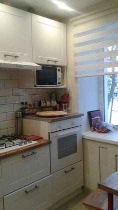 Kitchen Cabinets Decor, Home Decor Kitchen, Home Kitchens, Kitchen Design, Small Apartment Kitchen, Kitchen Organisation, Small Apartments, Small Spaces, Mini Kitchen