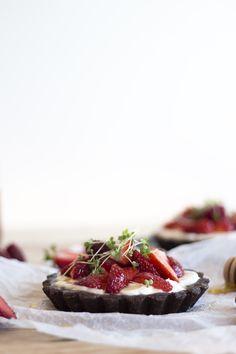 ... red berries & microgreens tartlets (sugar/gluten free) | Migalha Doce ...