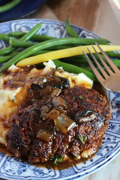 Seriously the BEST Salisbury Steak Recipe of all time, a true winner in my house. This easy one-pot Salisbury Steak with Mushroom Gravy is quick, simple and loaded with meaty goodness. A great dinner for every night of the week. Beef Dishes, Food Dishes, Food Food, Main Dishes, Best Salisbury Steak Recipe, Salisbury Steak Recipe Pioneer Woman, Easy Salisbury Steak, Salisbury Steak Meatballs, Alfredo Sauce