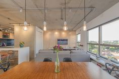 Construído na 2016 na Campinas, Brasil. Imagens do Miro Martins . . O apartamento, localizado no bairro do Cambuí em Campinas/SP, já possui uma planta livre, com espaços integrados e contínuos, e teve como proposta...