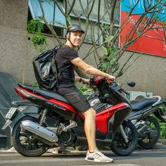 Victor RMIT uni student  from Danmark and Tigit Honda Airblade for city rental #tigitmotorbikes #hondaairblade #motorbikevietnam #rentabikeinhochiminh #reliablebike
