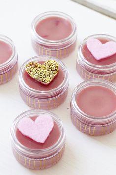 DIY Lippenbalsam Lippenbalm selber machen Anleitung Geschenkidee Valentinstag Geburtstag DIY Geschenk