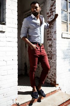 Not quite sweater weather? A slim fit #buttonup with bright #pants are a surefire #trendy outfit.