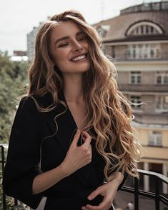 Wavy Hair Styles How to Make Your Beauty Regime Eco-Friendly Hair Inspo, Hair Inspiration, Curly Hair Styles, Natural Hair Styles, Long Curly Hair, Short Hair, Very Long Hair, Undone Look, Beauty Regime