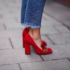 Love this look. The chunky heel stands out with the shorter hem.