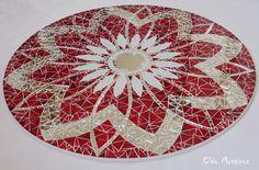 Mandala para Decoração de Paredes e com 70cm de diâmetro. Trabalho em Mosaico de Vidro e Espelhos. Base em MDF. Possui furo atrás para fixação. Obs.: Produto para uso em Ambiente Interno. Não expor ao calor e á umidade.