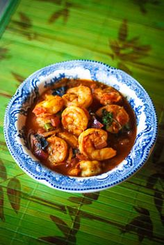 Prawns Masala Curry Recipe- gahhh, this looks so good! I looked up kokum, and think I can substitute some tamarind for it. But will look next time I get to an East Indian grocer (none here :( Prawn Recipes, Spicy Recipes, Curry Recipes, Seafood Recipes, Indian Food Recipes, Asian Recipes, Great Recipes, Cooking Recipes, Healthy Recipes
