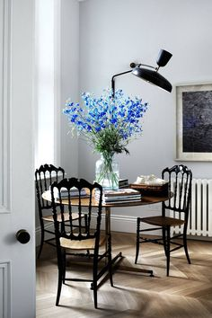 Dining Room - Wood Flooring - Modern Glam - London Townhouse - Home Design London Townhouse, Townhouse Interior, Dark Color Palette, Chiavari Chairs, Blue Rooms, Decoration, Decorating Your Home, Interior Inspiration, Interior And Exterior