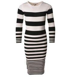 Be a Diva fijn gebreide jurk model Pixie, in een all over streepdessin. Deze midi gestreepte jurk heeft lange mouwen en een ronde hals
