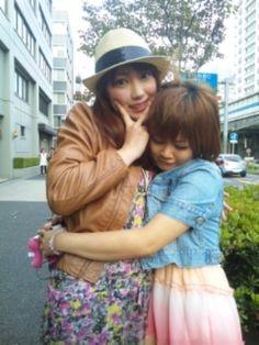 estrellafiore:  Iida Kaori & Niigaki Risa (2nd & 7th...