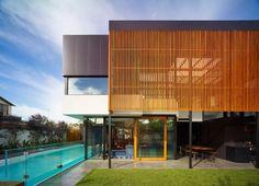 brise soleil, piscine rectangulaire, maison moderne plain pied