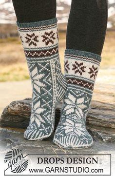 DROPS stickade sockor med mönster i Karisma. Gratis mönster från DROPS Design.