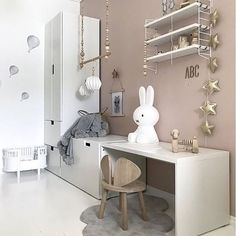 Happy Friday everyone! How pretty is this pink and white girl's room by @nr13b Shop String Pocket shelf and Miffy lamp via the link in our bio . #kidsroom #kidsdecor #kidsinterior #kidsroomdecor #kidsroominspo