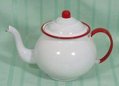 enamelware teapot Vintage Enamelware, Vintage Kitchenware, Vintage Tins, Vintage Decor, Vintage Stuff, Red And White Kitchen, Red Kitchen, Enamel Teapot, Enamel Ware