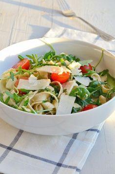 Een lekkere, gezonde en makkelijke maaltijd is pasta met avocadosaus.