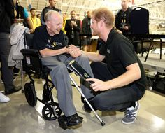 Prince Harry Photos - Prince Harry shakes hands with 102 year old WW2 veteran Norm Baker at the Invictus Games 2017 on September 28, 2017 in Toronto, Canada - Invictus Games Toronto 2017 - Day 6