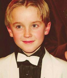 Tom Felton-Draco Malfoy Look how cute he was as a little boy. Draco Harry Potter, Harry Potter Blog, Harry Potter Actors, Draco And Hermione, Harry Potter Universal, Harry Potter World, Harry Potter Anime, Johnny Depp, Draco Malfoy Aesthetic