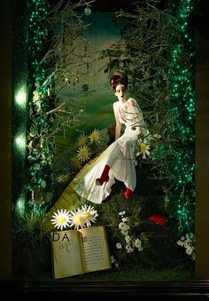 (A través de CASA REINAL) >>>>>  A Wizard of Oz window display created by Just So Ltd.