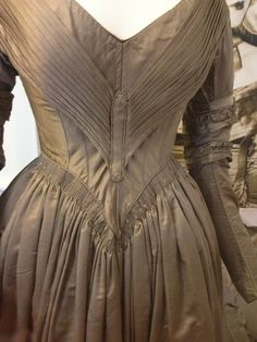 Day Dress 1842 - 1843, Beige silk and cashmere mix, lined with white cotton