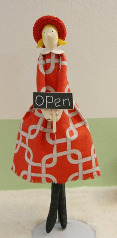 Handmade+17+Interior+Dolls+Only+in+red+dress+door+QuiltNDollStory