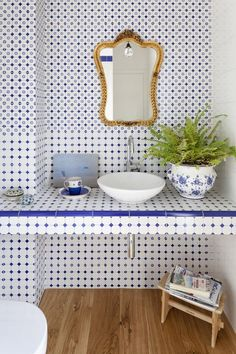My Paradissi: Classy bathrooms with blue white tiles