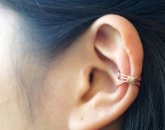 100% Handmade simple simple and cute ear cuff for everyday. You dont have to pierce your ear for wear this Ear Cuff.  You can wear left/right ear. Ear