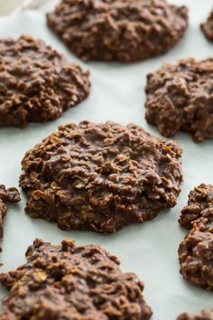 No-Bake Chocolate Oatmeal Cookies are an old-timey favorite and one of the easiest and most delicious cookies you'll ever make. I think pretty much everyone has had these cookies at one time or another and pretty much everyone loves them. Chocolate No Bake Cookies, Oat Cookies, Galletas Cookies, Healthy Cookies, Yummy Cookies, Cookies Et Biscuits, Sandwich Cookies, Best No Bake Cookies, Shortbread Cookies