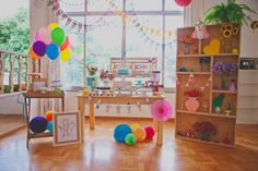 Betina é uma garota tão convicta que decidiu, aos 4 anos de idade, o tema e o bolo da sua festa de aniversário: unicórnios e cores. Com tamanha firmeza, a decoradora Líria Ribas, da Lúdica Festas (MG), arquitetou o cenário da comemoração com uma decoração encantadora.