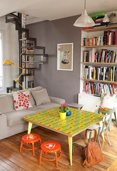 スタイリッシュな空間に、賑やかなテーブルをプラス。ポップなのに子供っぽくない、絶妙のバランスです。
