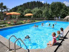 Wasserspaß am Pool am Ferienhof Huberhof in Tittoming - Rupertiwinkel/Berchtesgadener Land
