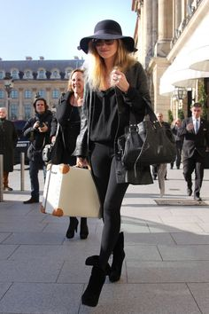 Kate Moss travels with Globe-Trotter luggage!
