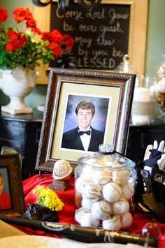 Pick one thing your kid was super involved in and make that high school graduation party theme. Love that large jar of baseballs!